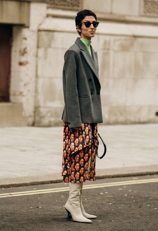 Λονδίνο με printed φούστα | tlife.gr