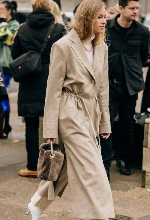 Λονδίνο με mini fur bag | tlife.gr