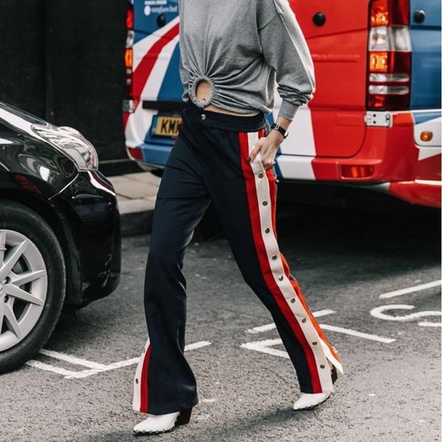Stripe pants: Σε αυτό το παντελόνι οφείλονται οι πιο επιτυχημένες athleisure εμφανίσεις