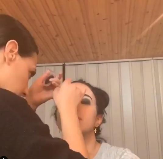 Ηθοποιός του «Τατουάζ μακιγιάρει συνάδελφό της και είναι απλά υπέροχη! Βίντεο | tlife.gr