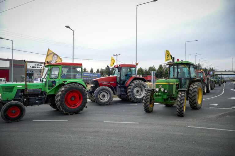 Ξεκίνησαν με τα τρακτέρ για τα Τέμπη οι αγρότες! Θα αποκλείσουν την εθνική οδό! | tlife.gr