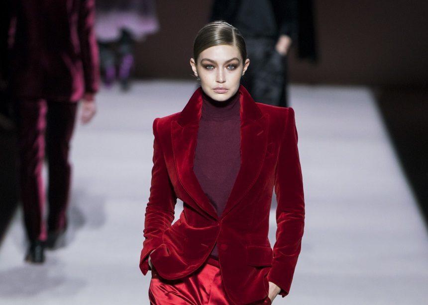 Tom Ford: Ένας stylish τρόπος να φορέσεις το ζιβάγκο σύμφωνα με το νέο show του σχεδιαστή | tlife.gr