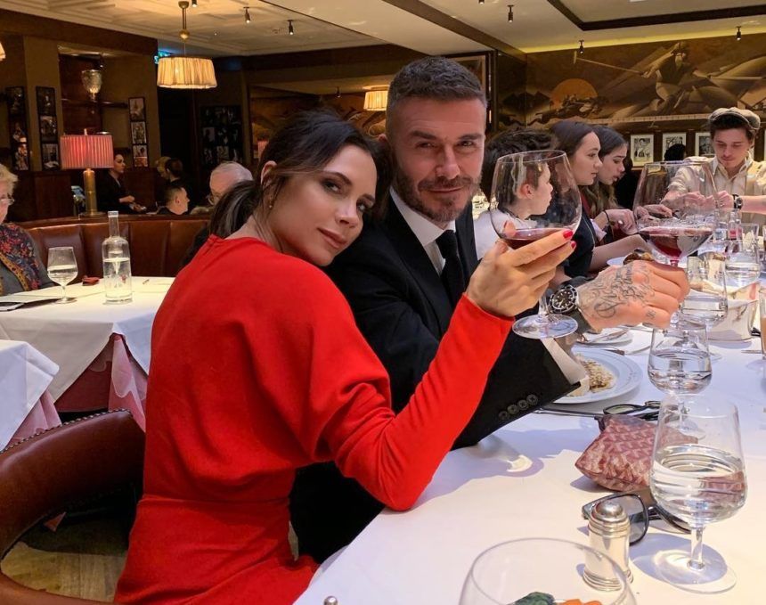 Victoria Beckham: Παρουσίασε τη νέα της συλλογή και σύσσωμη η οικογένειά της ήταν στο πλευρό της! [pics,video] | tlife.gr