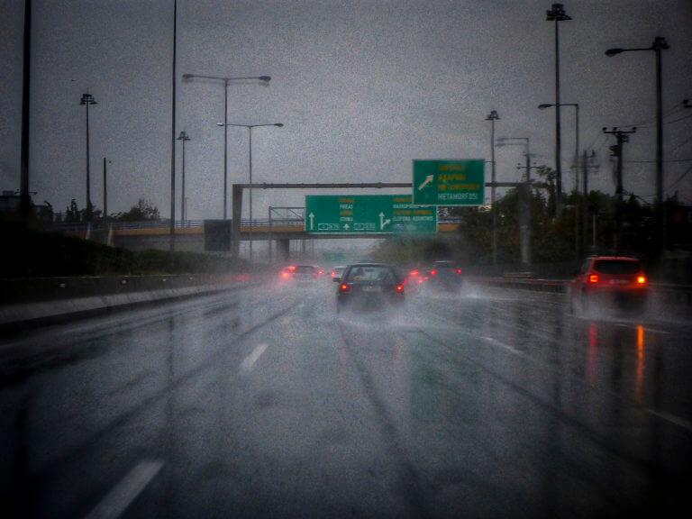 Καιρός: Μουντάδα και βροχές σε όλη τη χώρα | tlife.gr