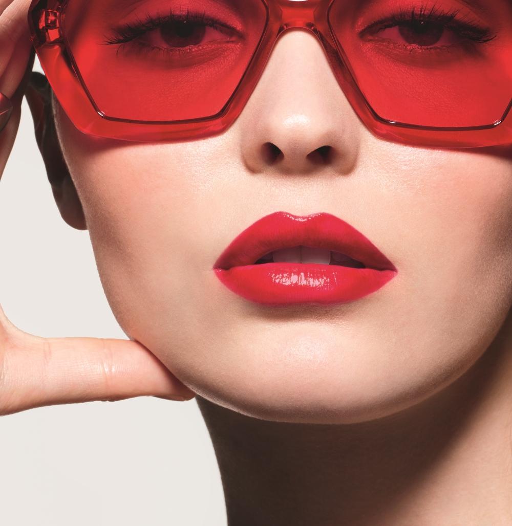 Η Lily Rose Depp στη νέα καμπάνια Rouge Coco Flash! | tlife.gr