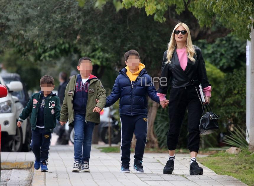 Φαίη Σκορδά: Είναι μια αφοσιωμένη μητέρα! Η απογευματινή βόλτα με τους γιους της στην Γλυφάδα [pics]   tlife.gr