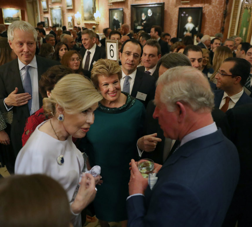 Μαριάννα Βαρδινογιάννη: Η συνάντηση με τον Πρίγκιπα Κάρολο στο Παλάτι του Μπάκιγχαμ! [pics] | tlife.gr