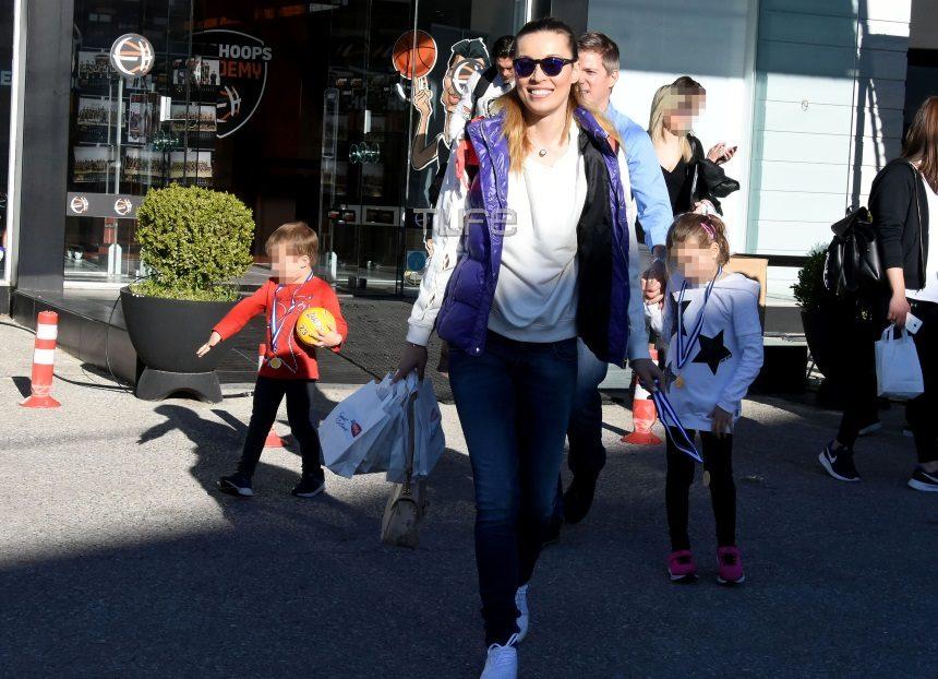 Μαριέττα Χρουσαλά: Με τον σύζυγό της και τα παιδιά της παίζει μπάσκετ για καλό σκοπό! [pics] | tlife.gr