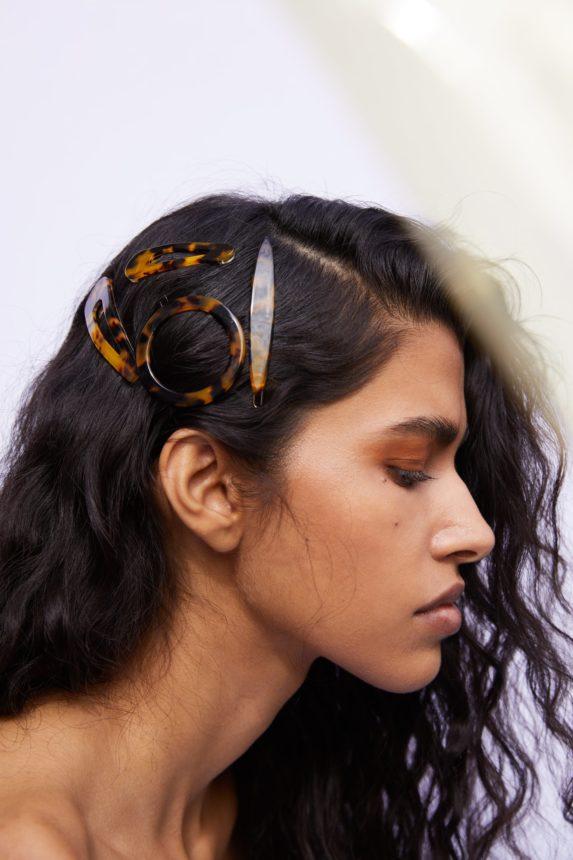 Έπρεπε να αγοράσω αυτά τα αξεσουάρ μαλλιών μιας και όλοι μιλούν γι'αυτά! | tlife.gr