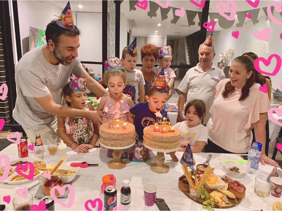 Kώστας Γριμπίλας: Η απόλυτη ευτυχία μετά τα δύσκολα! Τα γενεθλια των 3 παιδιών του! [pics] | tlife.gr