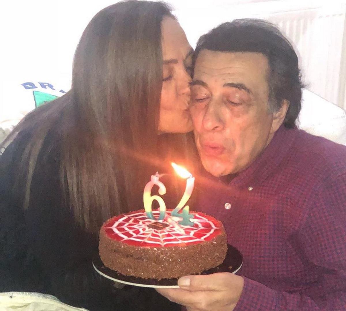 Αντύπας: Γιόρτασε τα γενέθλιά του με τη γυναίκα του! Η εντυπωσιακή τούρτα του τραγουδιστή [pics,video] | tlife.gr