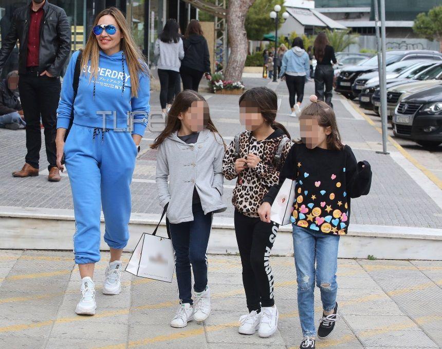 Ελένη Πετρουλάκη: Full time μητέρα! Για ψώνια στην Γλυφάδα με την κόρη της, Ιλιάνα [pics]