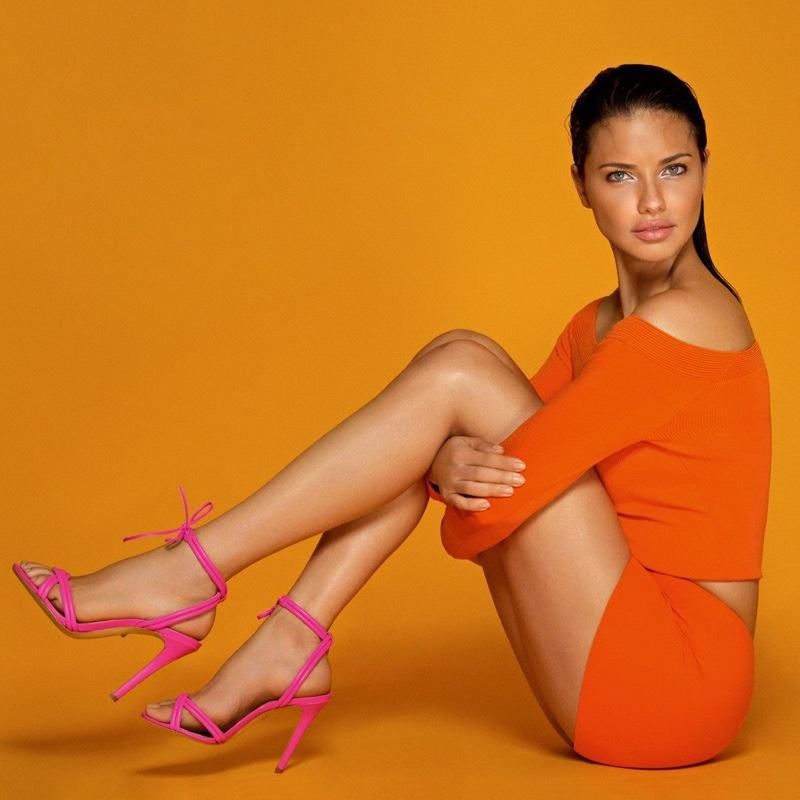 Θέλουμε τα πόδια της Adriana Lima σε αυτή την καμπάνια κι έχουμε το τέλειο προϊόν! | tlife.gr