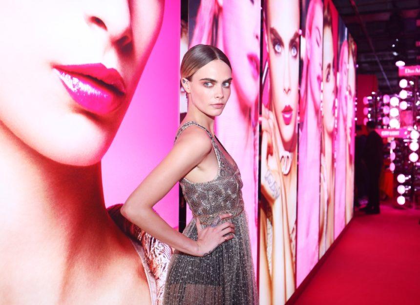 She is back! Η Cara Delevingne είναι το νέο πρόσωπο του Dior Addict Stellar Shine! | tlife.gr