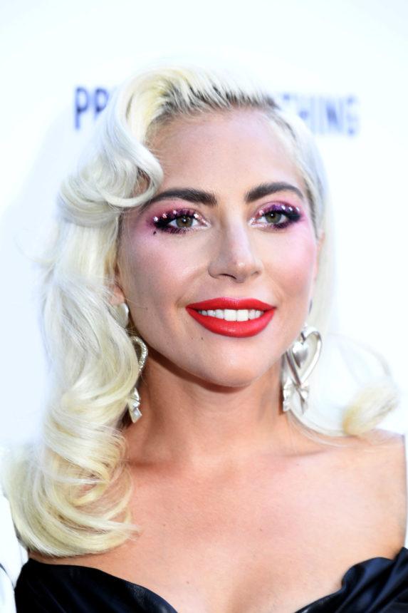 Έχουμε βάσιμες υποψίες ότι η Lady Gaga μόλις μας έδειξε τα πρώτα προϊόντα από την εταιρία της Haus Beauty! | tlife.gr