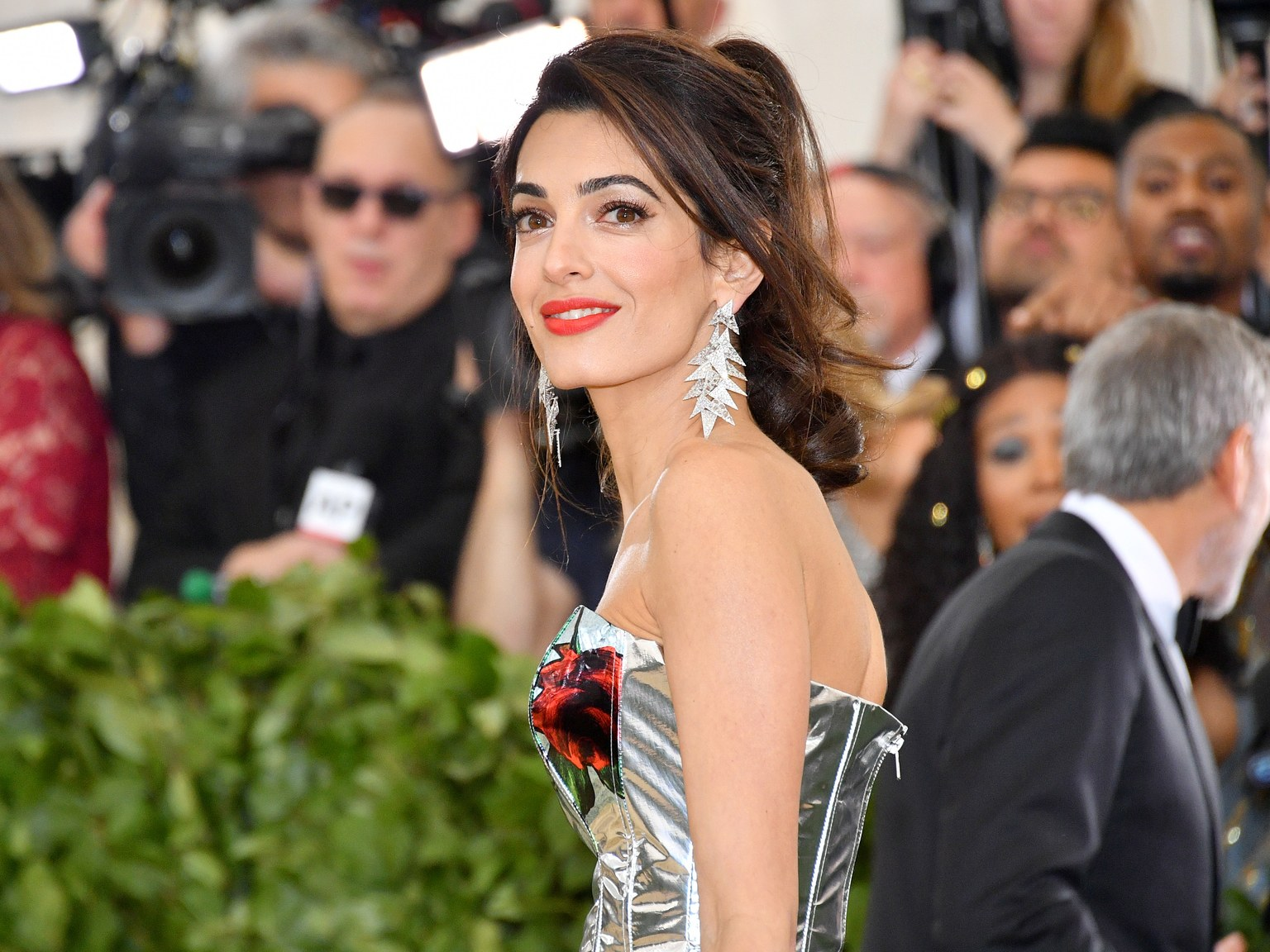 Η Amal Clooney ενώνει τις δυνάμεις της με τον πρίγκιπα Κάρολο!