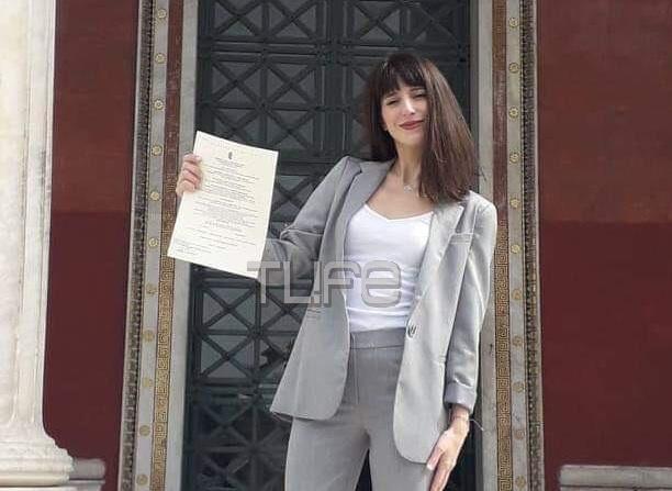 Μιρέλα Πάχου: Πήρε το διδακτορικό της και ήρθαν από τη Ρόδο οι γονείς της για να την καμαρώσουν! Φωτογραφίες | tlife.gr