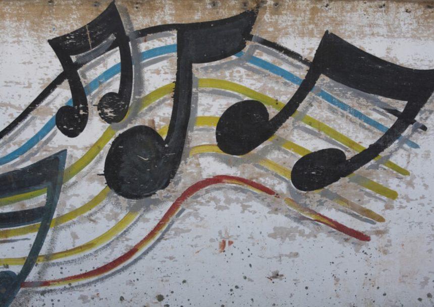 Αυτό είναι το τραγούδι που έχει γίνει graffiti παντού! (pics) | tlife.gr