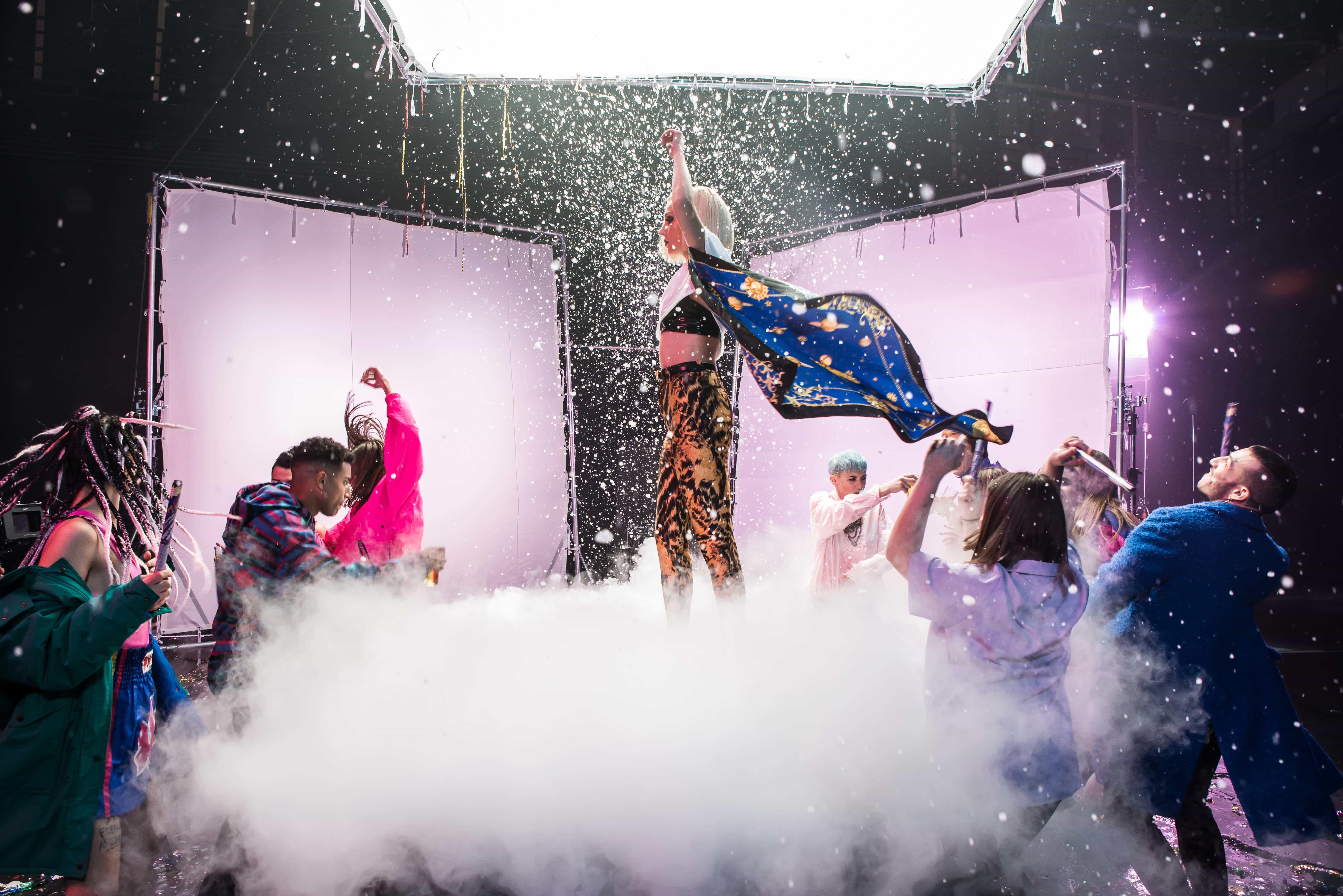 Τάμτα: Δες backstage φωτογραφίες από τα γυρίσματα του Replay