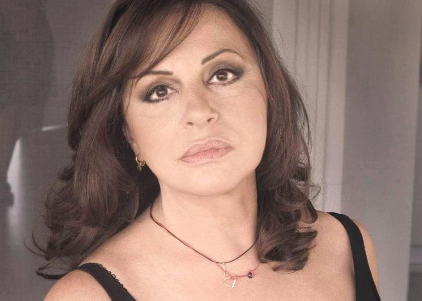 Χάρις Αλεξίου: Έβαλε πωλητήριο στην πολυτελέστατη βίλα της στην Φιλοθέη!