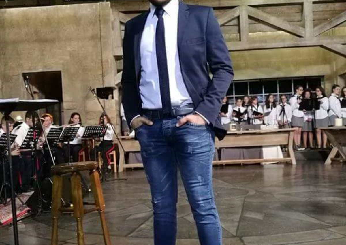 Δύσκολες ώρες για γνωστό Έλληνα τραγουδιστή – Έφυγε από τη ζωή η μητέρα του | tlife.gr