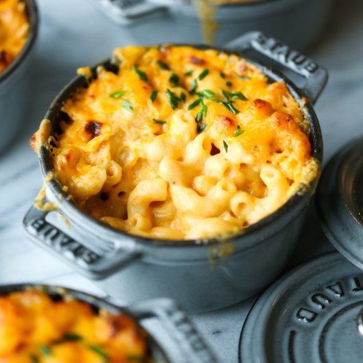 Κρεμώδη ζυμαρικά Mac and Cheese στον φούρνο | tlife.gr