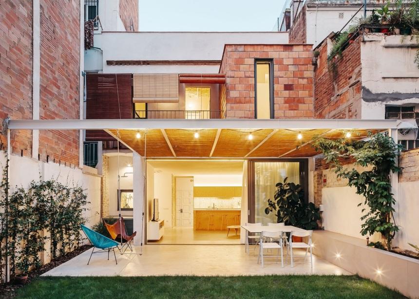 Casa JJA: Η παραδοσιακή καταλανική μονοκατοικία και η μοναδική contemporary ανακαίνισή της
