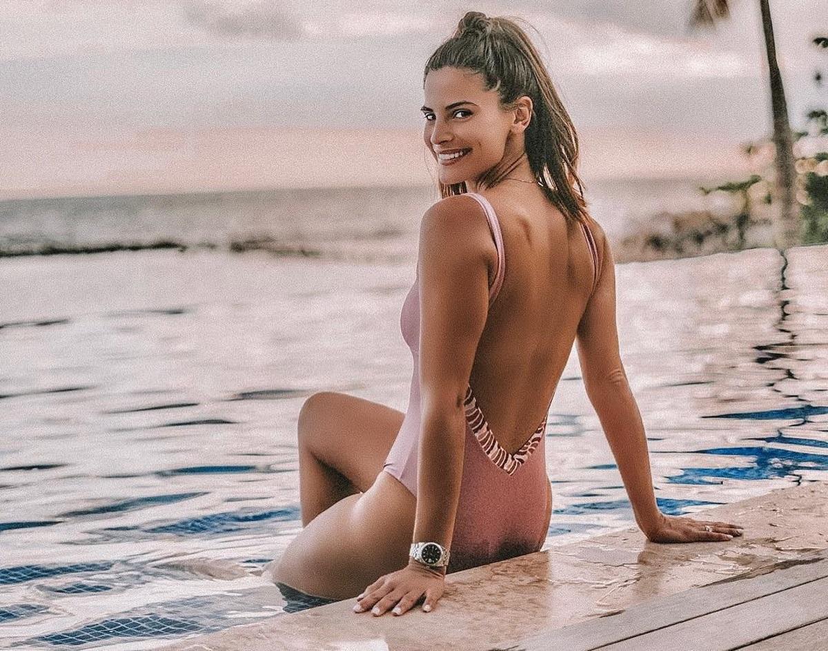 Χριστίνα Μπόμπα: Αναστατώνει τις παραλίες του Αγίου Δομίνικου με τις σέξι αναλογίες της! Video