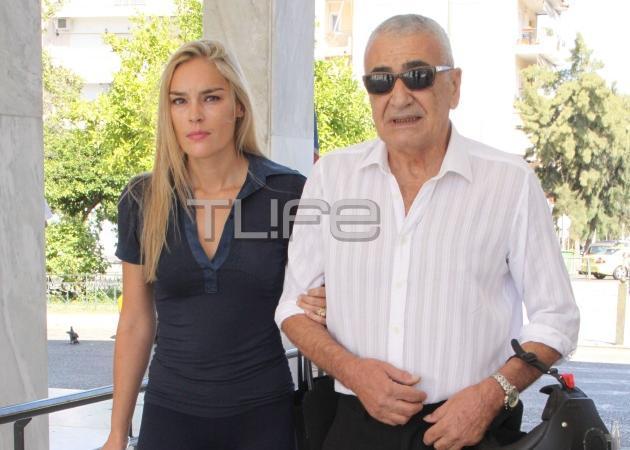 Γιώργος Βογιατζής: H καλλονή σύζυγός του στο fashion show του Βασίλη Ζούλια! [pic]   tlife.gr