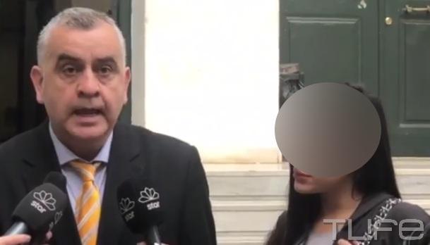 Πτώση 39χρονου στη Βούλα: Τι δηλώνει στην κάμερα η 32χρονη σύντροφός του, η οποία αφέθηκε ελεύθερη! Video | tlife.gr
