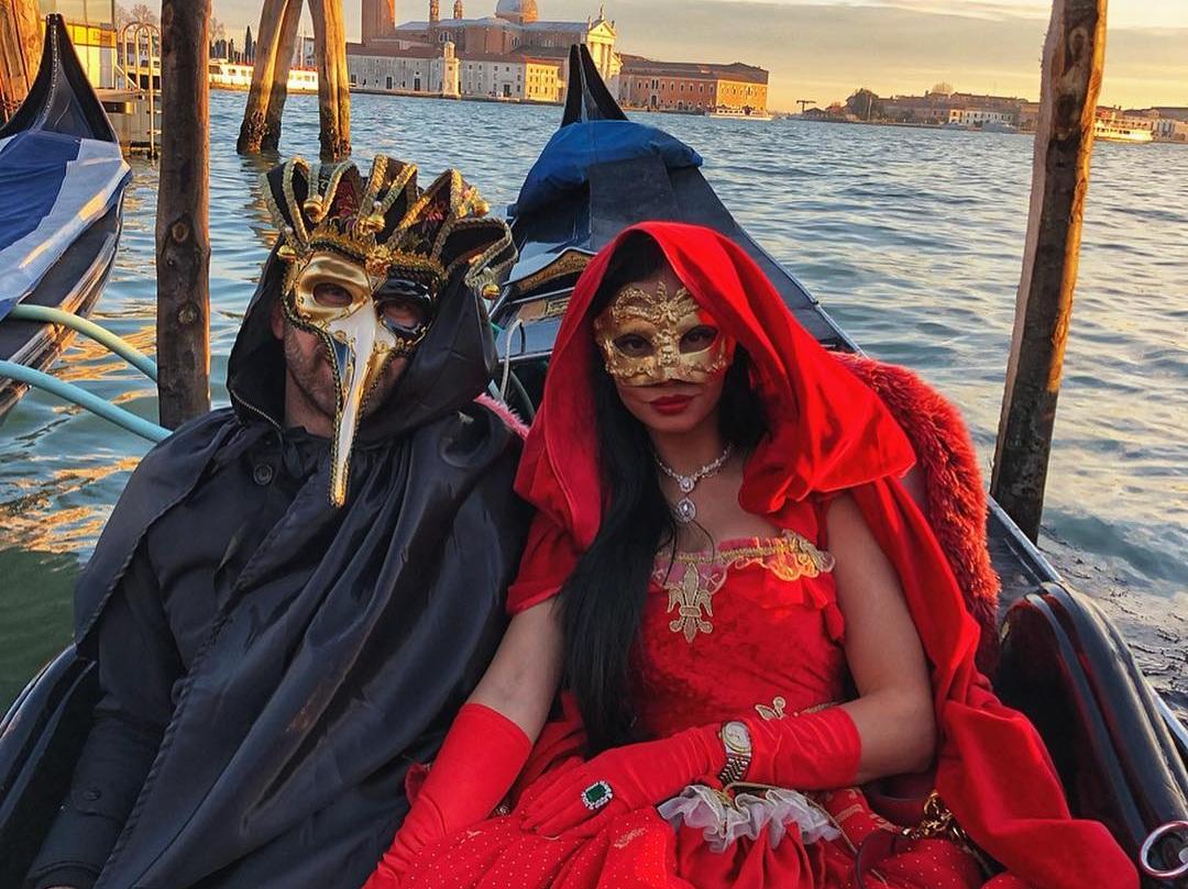 Δήμητρα Αλεξανδράκη: Eντυπωσιακή, με τον αγαπημένο της στο Καρναβάλι της Βενετίας στο πιο ακριβό ξενοδοχείο! Φωτογραφίες