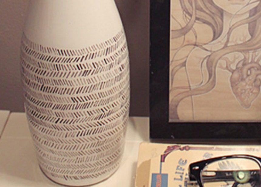 Spring DIYing: Μετάτρεψε ένα γυάλινο μπουκάλι νερού σε stylish ανακυκλωμένο βάζο | tlife.gr