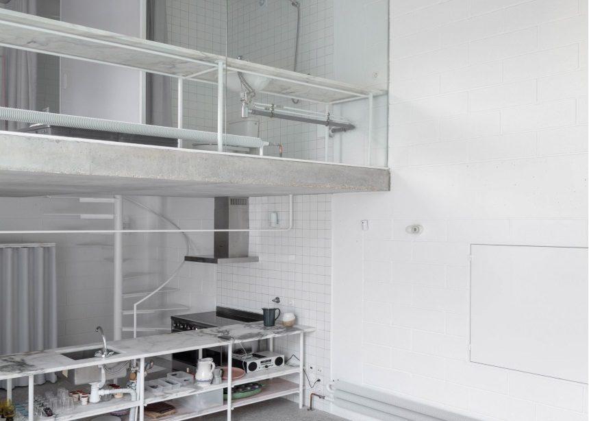 Dodge House: Η αντίστροφη αμφιθεατρικότητα στο εσωτερικό μιας contemporary μονοκατοικίας | tlife.gr