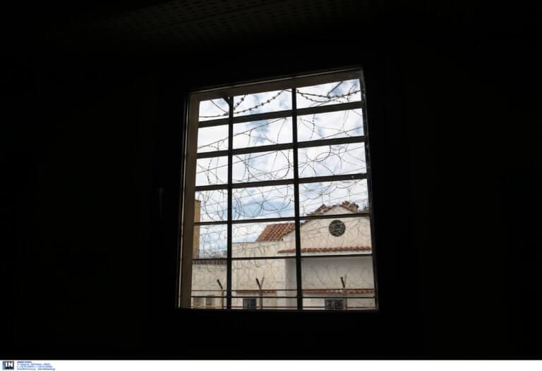 Μακελειό στον Κορυδαλλό! Ένας νεκρός και επτά τραυματίες στο ψυχιατρείο των φυλακών!   tlife.gr