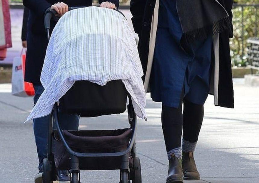 Έφερε στον κόσμο το πρώτο της παιδί και το μάθαμε όταν έκαναν την πρώτη τους βόλτα!   tlife.gr
