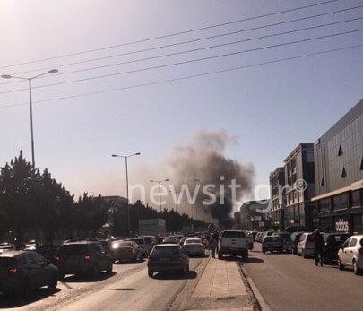 Ισχυρή έκρηξη σε πάρκινγκ στη Γλυφάδα – Καίγονται αυτοκίνητα   tlife.gr
