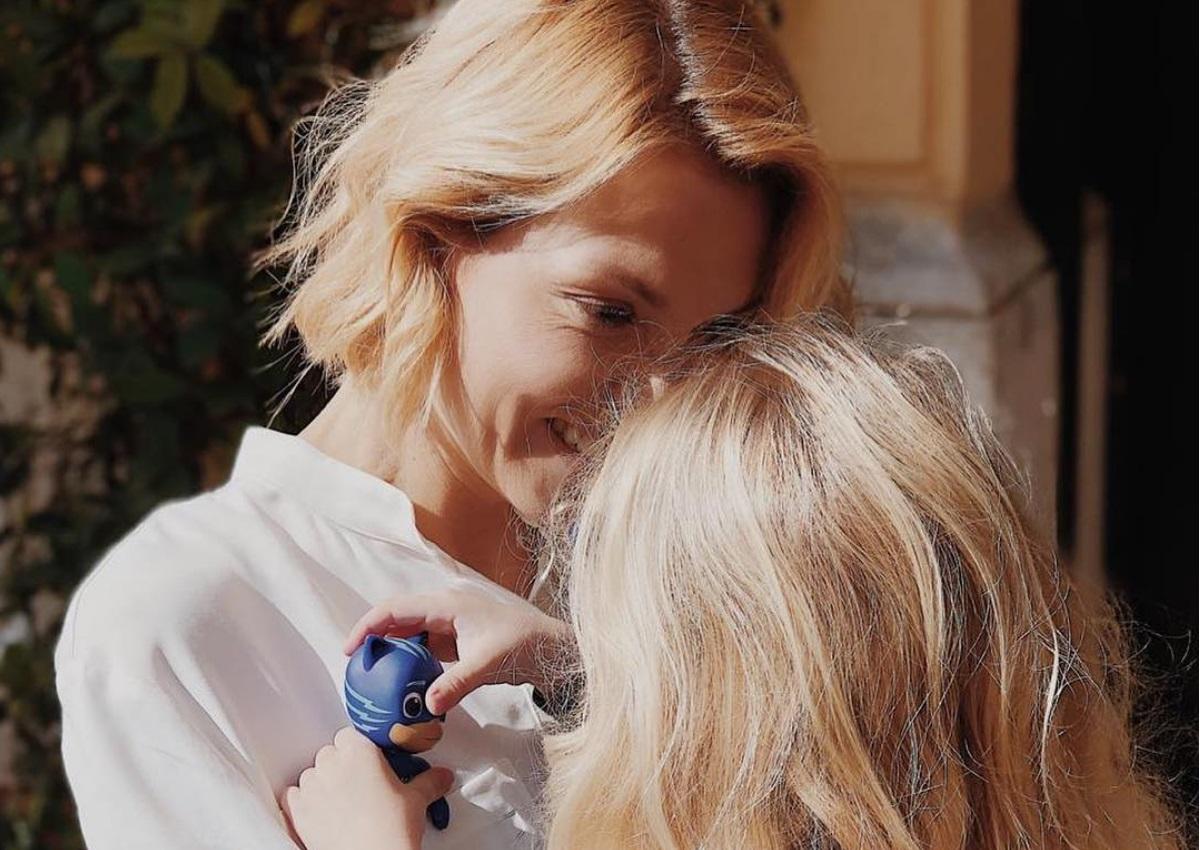 Βίκυ Καγιά: Καμάρωσε την κόρη της στην προπόνηση πατινάζ! Video