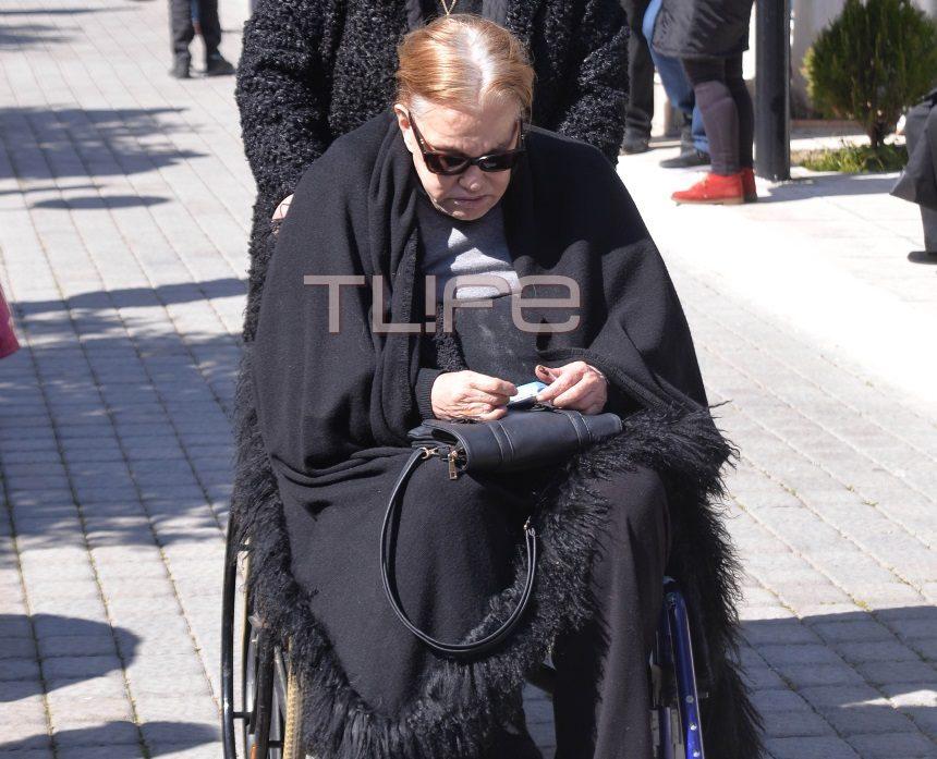 Θλίψη στην κηδεία του Φαίδωνα Γεωργίτση – Το τελευταίο χειροκρότημα από συγγενείς και συναδέλφους   tlife.gr