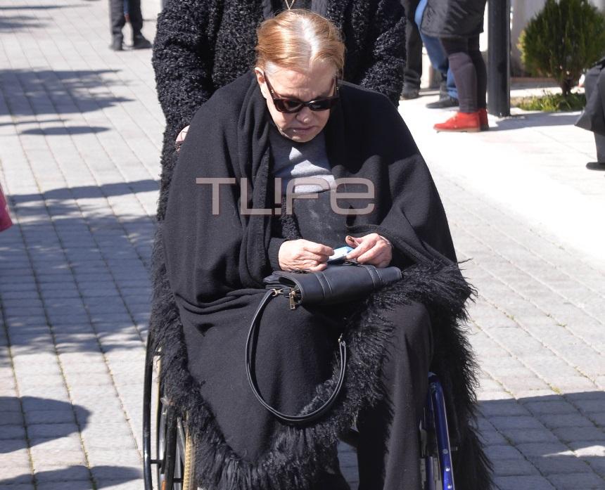 Θλίψη στην κηδεία του Φαίδωνα Γεωργίτση – Το τελευταίο χειροκρότημα από συγγενείς και συναδέλφους | tlife.gr