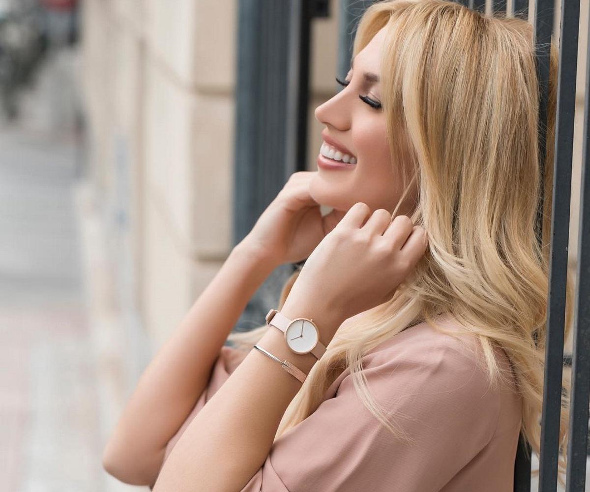 Ξανά ερωτευμένη η Κωνσταντίνα Σπυροπούλου; Τα καυτά φιλιά με επιχειρηματία σε βραδινή της έξοδο – Video | tlife.gr