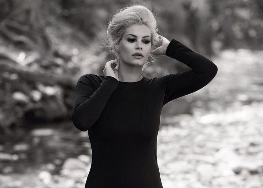 Μαρία Κορινθίου: Η κόρη της, Ισμήνη, θέλει να γίνει σχεδιάστρια ρούχων! Δες την να σχεδιάζει [videos] | tlife.gr