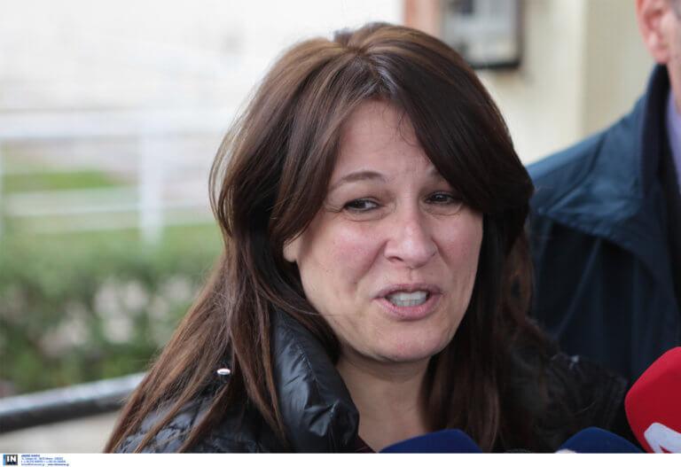 Ξέσπασε σε λυγμούς η σύζυγος του Γιάννου Παπαντωνίου όταν έμαθε ότι αποφυλακίζεται | tlife.gr