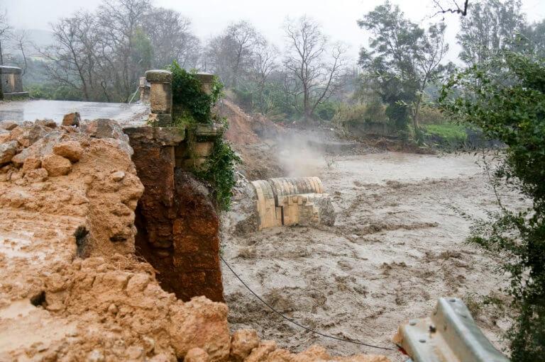 Έβρεχε ασταμάτητα για 41 ώρες στην Κρήτη! Έπεσαν πάνω από 80 εκατ. κυβικά μέτρα νερού και 15.500 κεραυνοί!   tlife.gr