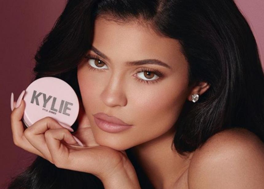 Η βιομηχανία της ομορφιάς είναι πιο ισχυρή από τα social media! Πώς η Kylie Jenner εκθρόνισε τον Mark Zuckerberg! | tlife.gr