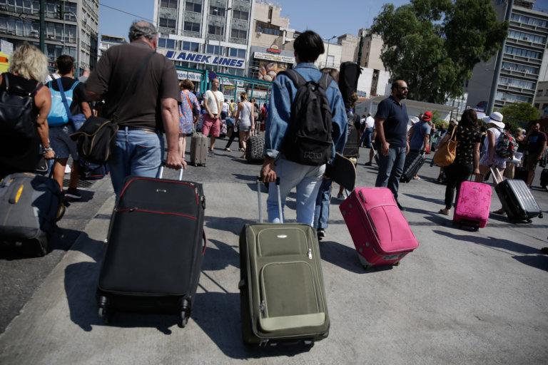 Χαμός στα λιμάνια Πειραιά, Ραφήνας και Λαυρίου! Πόσοι έφυγαν για Καθαρά Δευτέρα | tlife.gr