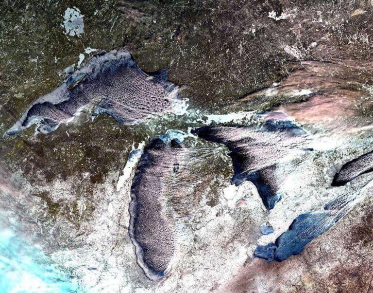 Ο σκληρός χειμώνας πάγωσε τις Μεγάλες Λίμνες – Εντυπωσιακές εικόνες   tlife.gr