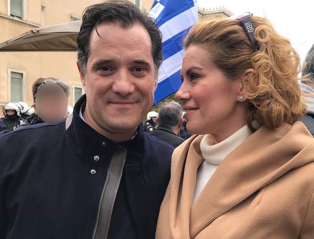 Ευγενία Μανωλίδου: Χαρούμενες οικογενειακές στιγμές! Ο σύζυγός της Άδωνις Γεωργιάδης και ο μικρός της γιος πετούν χαρταετό [pics] | tlife.gr