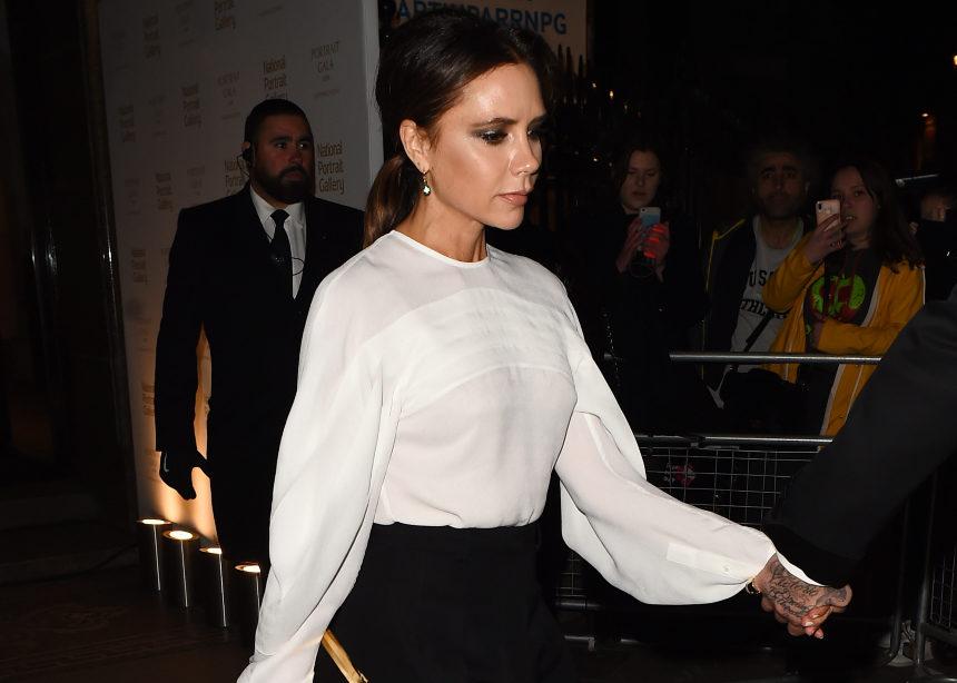 H Victoria Beckham σου δείχνει το νέο style στις γόβες! | tlife.gr