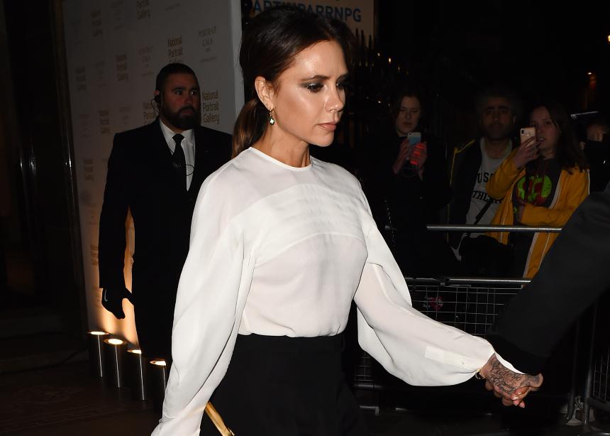H Victoria Beckham σου δείχνει το νέο style στις γόβες!   tlife.gr