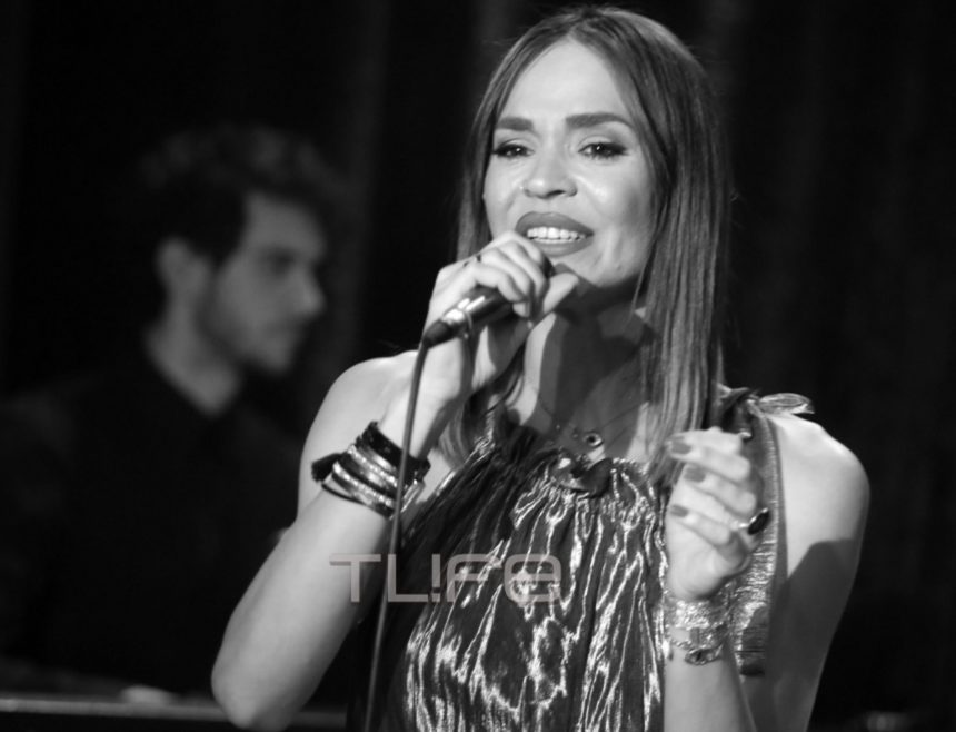 Νικολέττα Καρρά: Εντυπωσίασε ως τραγουδίστρια σε μια βραδιά με αγαπημένους φίλους στο πλευρό της [pics] | tlife.gr